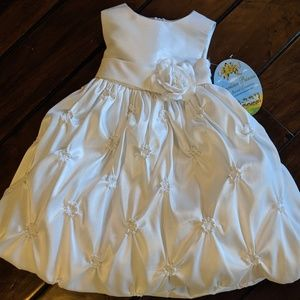 Little Girls 2T Beautiful White Dress